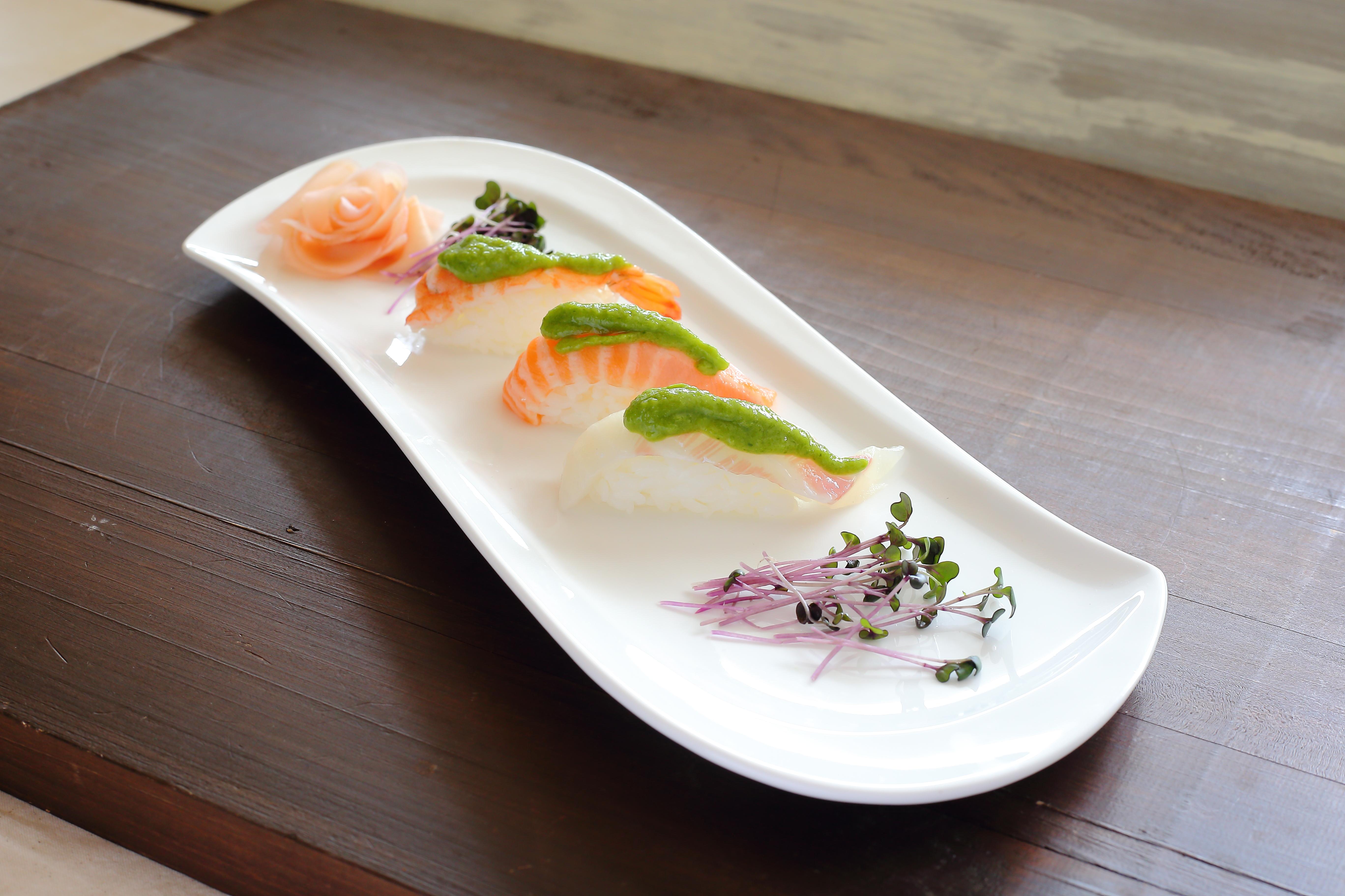 お寿司に葉にんにくぬたをかけて